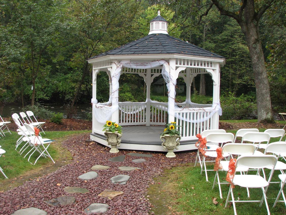 The gazebo bello giorno catering for Outdoor wedding gazebo decorating ideas