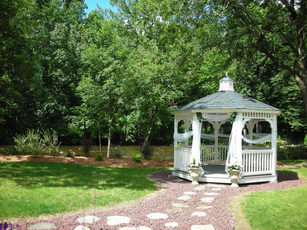 outdoor-gazebo-path